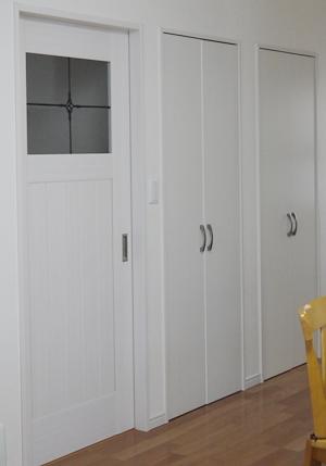 ホワイトカラーの扉